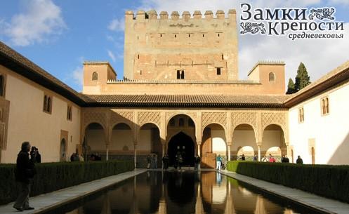 ...Альгамбра и Альбасин, расположенные на двух соседних холмах, образуют средневековую часть Гранады.