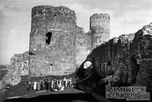 Замок Бауска на старом фото (1920 г.)