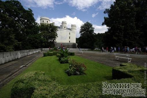 Парк перед замком Орлик