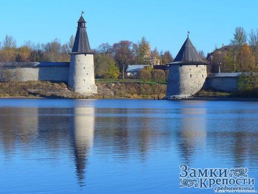 Плоская и Высокая башни Псковского крома