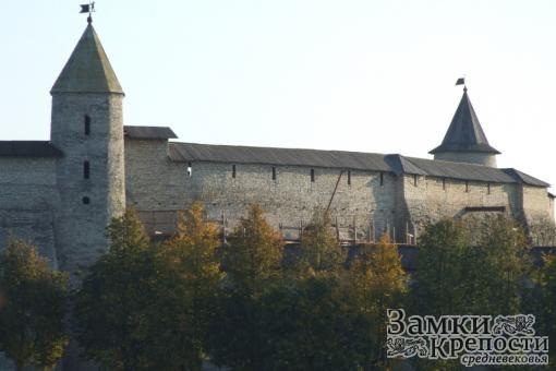 Довмонтова башня