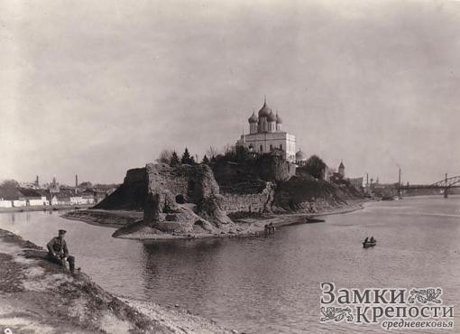 Псковский кремль после освобождения в 1944 г.