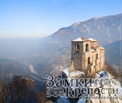 Асенова крепость нависает над окрестностями
