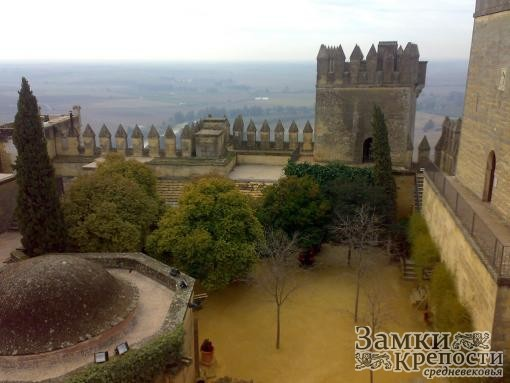 Внутренний двор замка Альмодовар